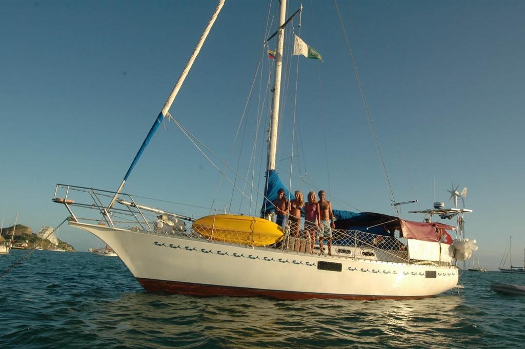 Ludmilla avec sa famille à bord.