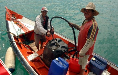 Vente d'eau et de carburant livré à bord.