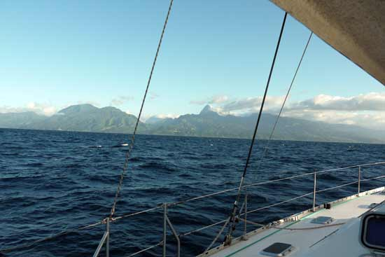 Approche de l'île de Tahiti.