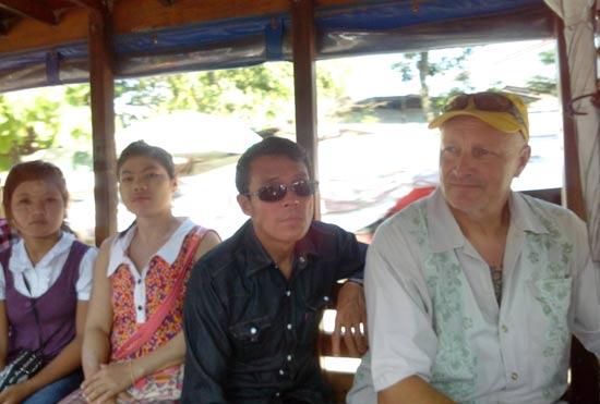 Bus avec Birmans.