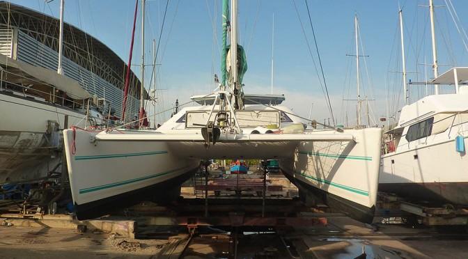 Chantier naval Thailande: mouvements de bateaux en accéléré.